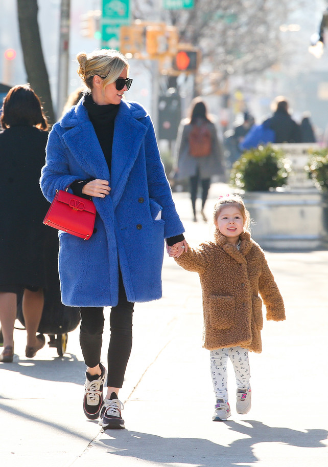-039;faux-fur-coat-039;-para-dos:-inspirate-en-nicky-hilton-y-su-adorable-hija